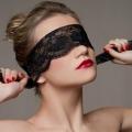 Кругова оборона: все про догляд за шкірою навколо очей