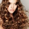 Кучерики на довге волосся - укладання на всі часи