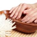 Кращі рецепти ванночок для нігтів для зміцнення і зростання!