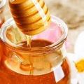 Смачні рецепти з меду для волосся